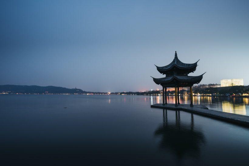 alessio-lin-bScene from Hangzhou by Alessio Linxo6zgtBlkU-unsplash