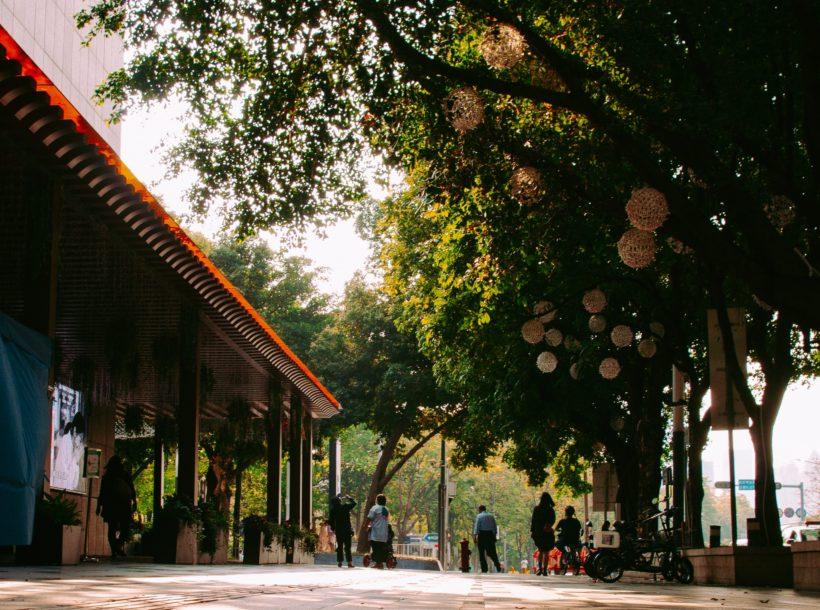 Shenzhen street scene by Joshua Fernandez